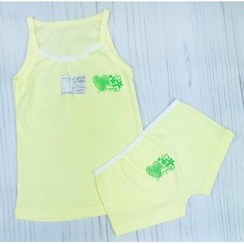 Детский комплект: майка и шортики 122 размера желтого цвета
