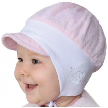 Демисезонная шапочка с козырьком и завязками на девочку