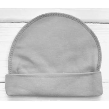 Тонкая из интерлока серая однотонная шапочка с наружным швом в роддом для новорожденных